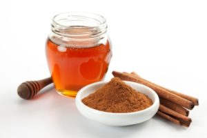 cinnamon-and-honey-mask-for-acne
